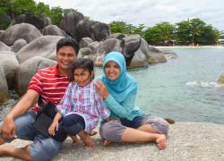 kami di pantai Tanjung Tinggi, Belitung :)