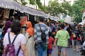 keramaian pasar seni di kota lama semarang