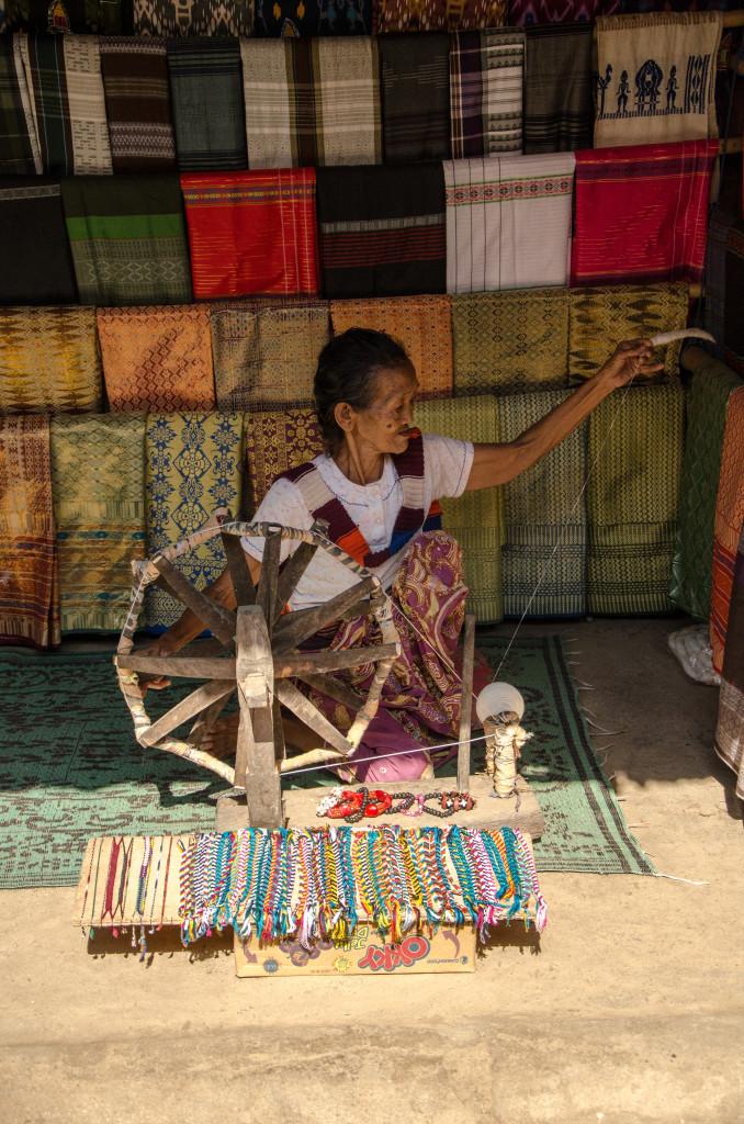 nenek2 penenun di Desa Sade