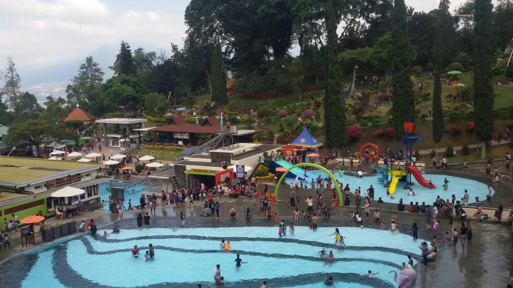 water parknya rame banget yah