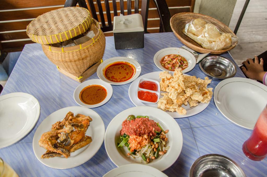 duet mautnya Lombok yg harus dicoba, plecing kangkung dan ayam Taliwang