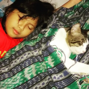 Nadia and Muezza bobo cantik dalam selimut Lombok ;)