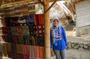 dibeli yuk kain tenun Lomboknya :)