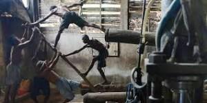 pembuatan mie lethek mengandalkan tenaga manusia