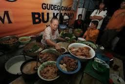 wisata kuliner pas musim hujan seru juga lho :)