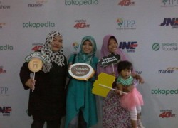 bersama mbak Ika Puspitasari dan mak Arina yg ternyata adek kelasku ;)
