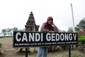 horeee.. sampai juga di Candi 5. Mission accomplished :)