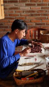 proses pembuatan cap batik