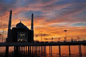 masjid Amirul Mukminin di Pantai Losari Makassar