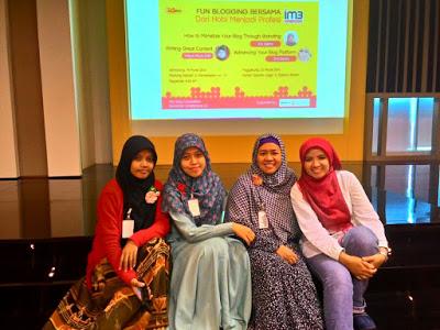 bareng Jiah pas funblogging di Semarang