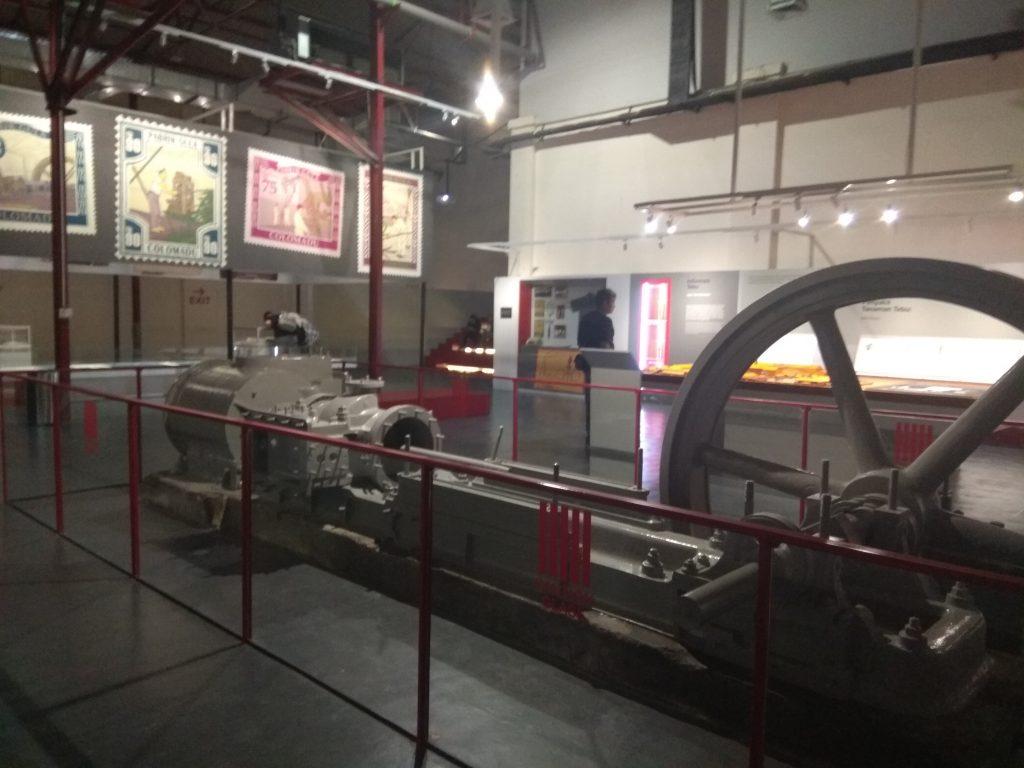 salah satu mesin yang ada di Museum De Tjolomadoe