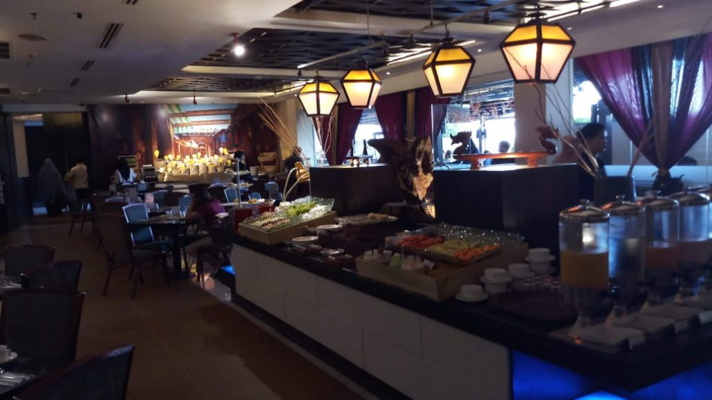 Resto di Aston Braga, menawarkan banyak menu dari mulai Asia sampai Western