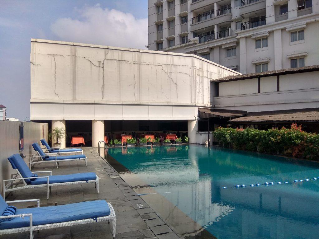 sky pool di Aston Braga, Bandung